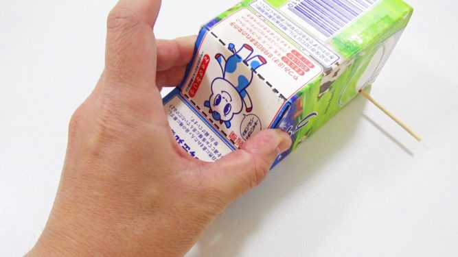 牛乳パック輪ゴムで動く車作り方手順5