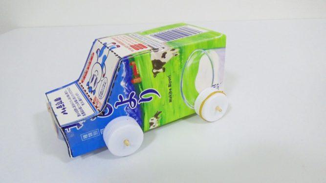 牛乳パック輪ゴムで動く車完成